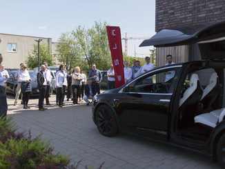 tesla model x präsentation. firmenevent